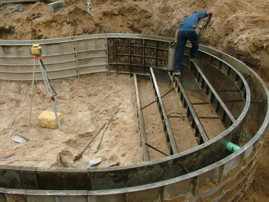 how to build round concrete steps